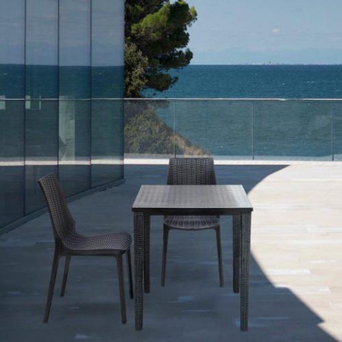 Mesa Orazio 70 x 70 y silla Lucrezia