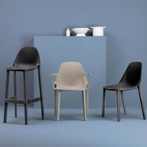 Taburete, sillón y silla Più